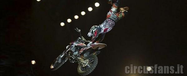 Circusfans arriva a roma nuovo show 39 39 delirio 39 39 for Sedia elettrica esecuzione reale